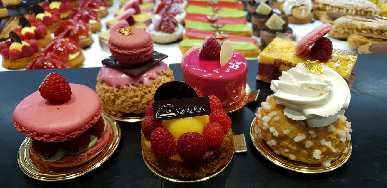 Assortiments de gâteaux de vitrine 2